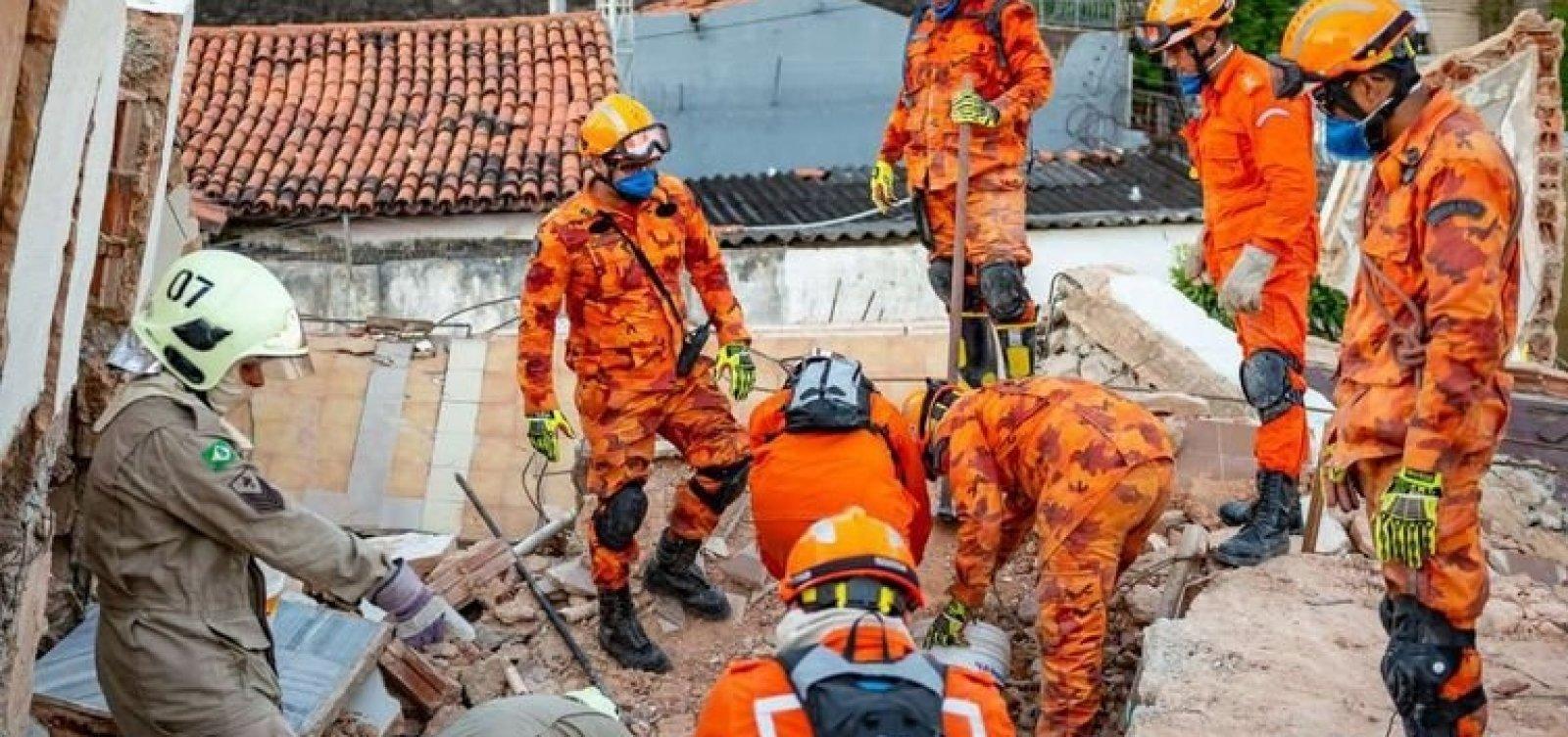 [Número de mortos sobe para 6 em desabamento de prédio em Fortaleza]