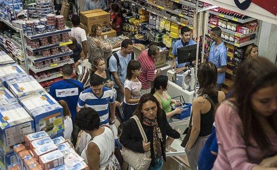 [Intenção de consumo dos brasileiros registra terceira alta seguida neste mês]