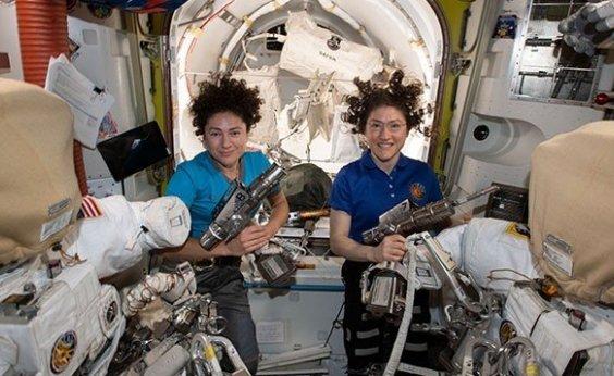 [Nasa faz primeira caminhada espacial só com astronautas mulheres]