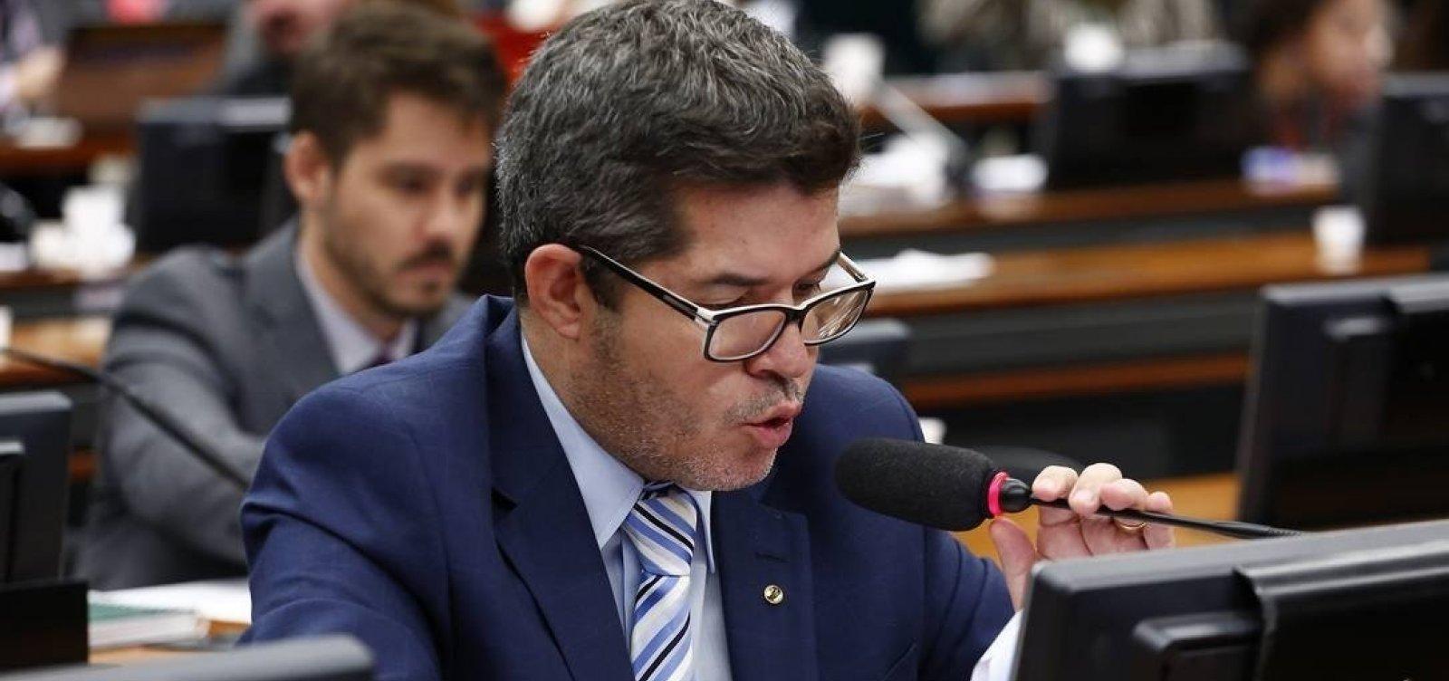 [Delegado Waldir volta a chamar Bolsonaro de 'vagabundo' e diz que governo 'não existe']