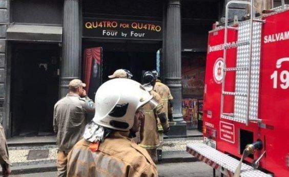 [Bombeiros morrem em incêndio na Whiskeria Quatro por Quatro no Rio]