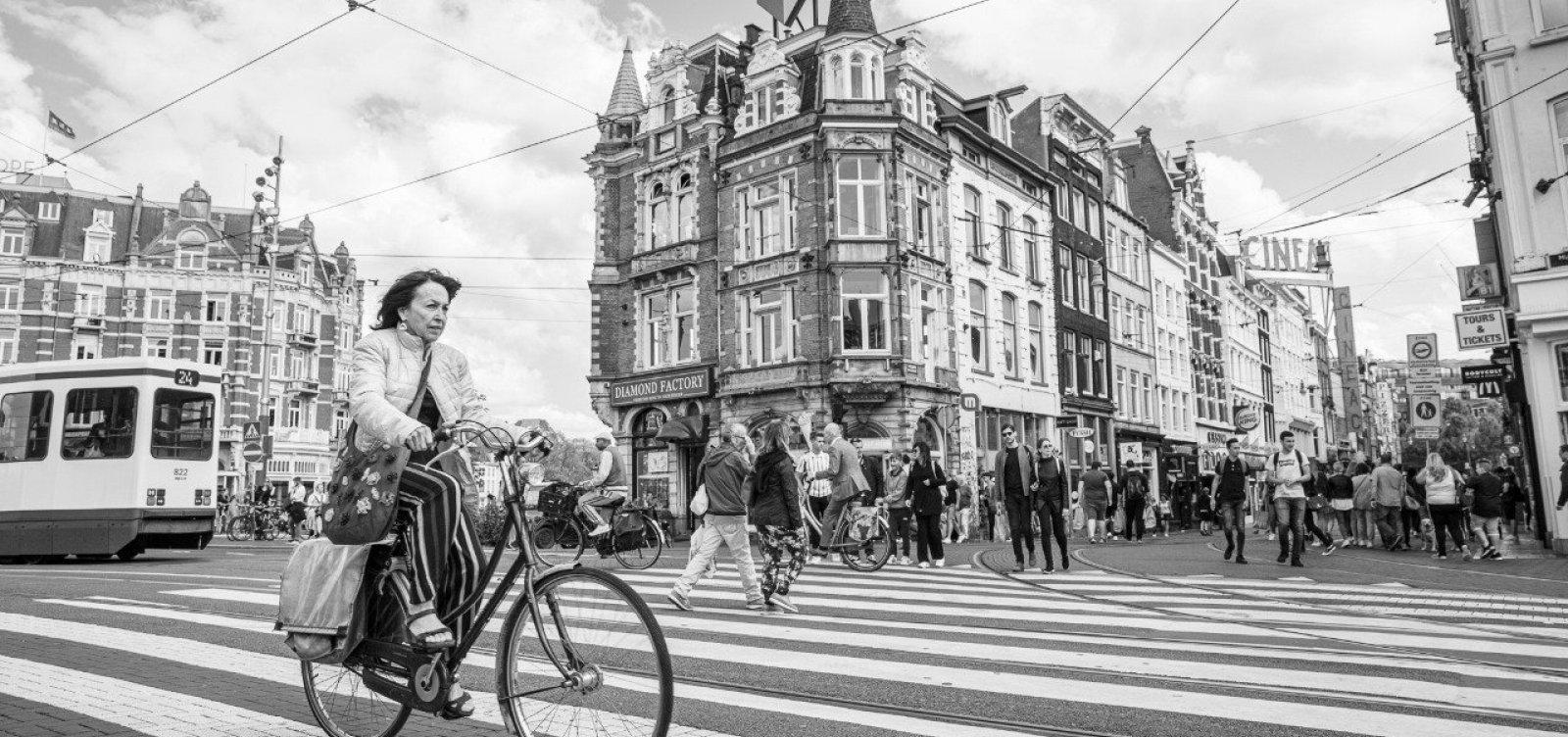[Bicicleta como modo de transporte é tema de exposição fotográfica]