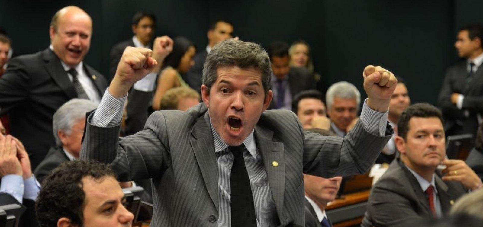 [Bolsonaro aciona AGU para processar líder do PSL na Câmara]