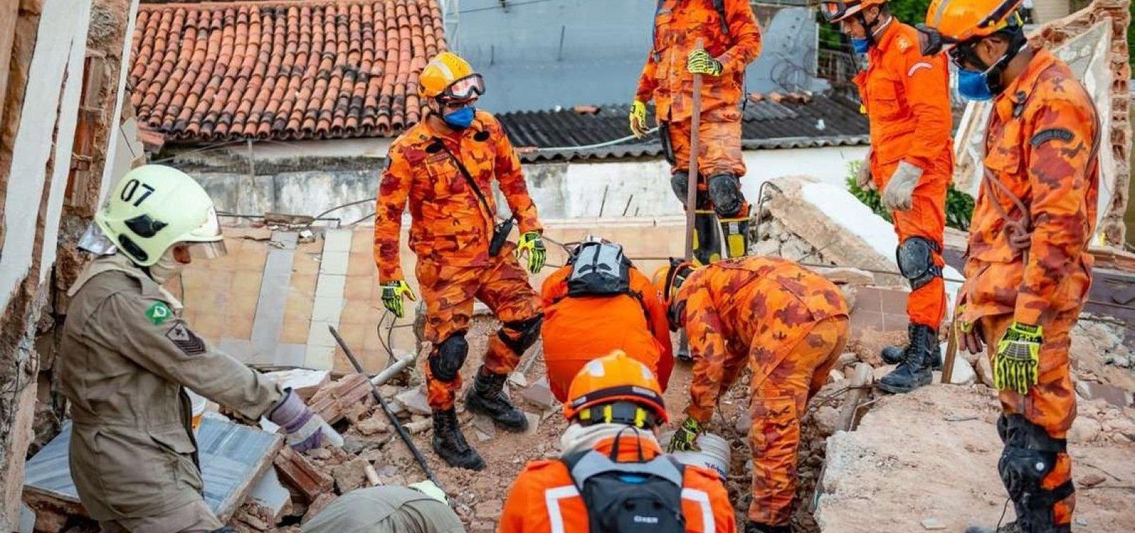 [Bombeiros encontram corpo de 9ª vítima de desabamento em Fortaleza]