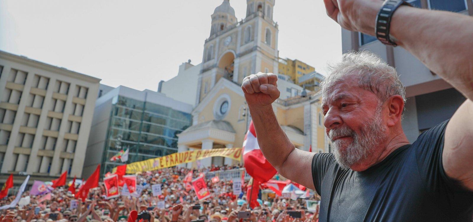 [Lula planeja rodar o país em caravana caso seja solto]