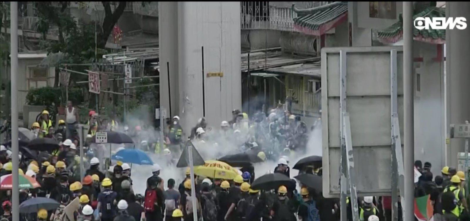 [Ativista é esfaqueado em Hong Kong]