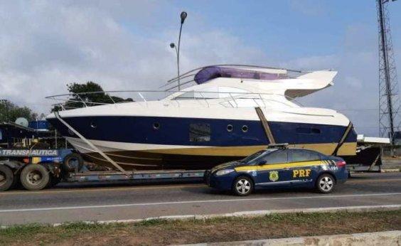 [Barco de luxo é transportado irregularmente na BR-116 e fica retido em pátio da PRF]