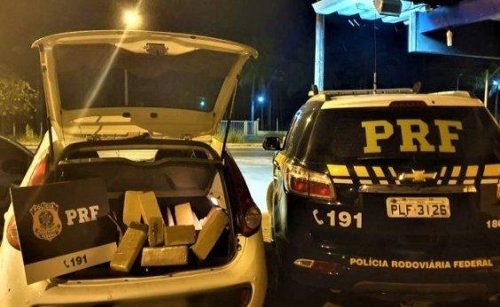 [Dupla é presa com 30 kg de maconha após fugir de abordagem policial]