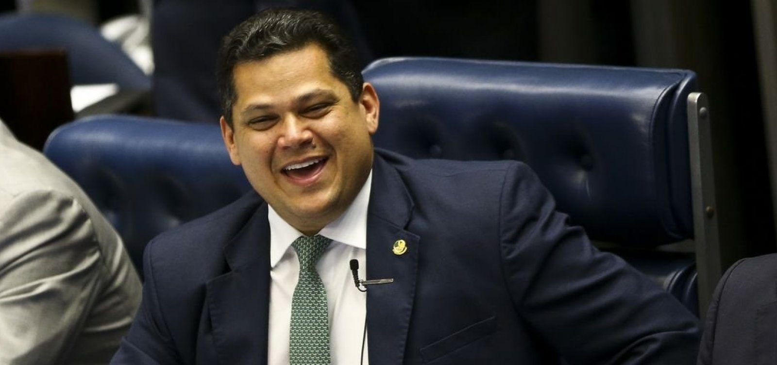 [Mourão viaja para o Peru e Alcolumbre assume a Presidência ]