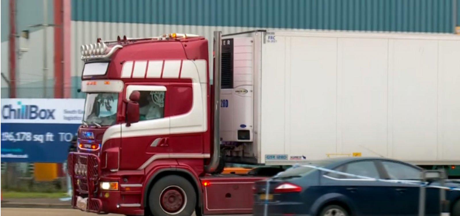 [Polícia britânica encontra 39 corpos dentro de caminhão em Reino Unido]