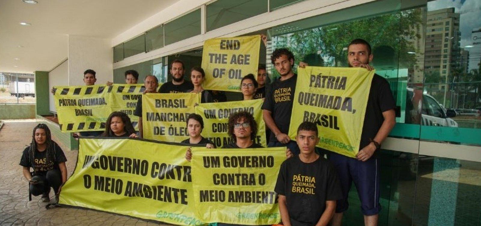 [Ativistas do Greenpeace que protestaram em Brasília são presos]