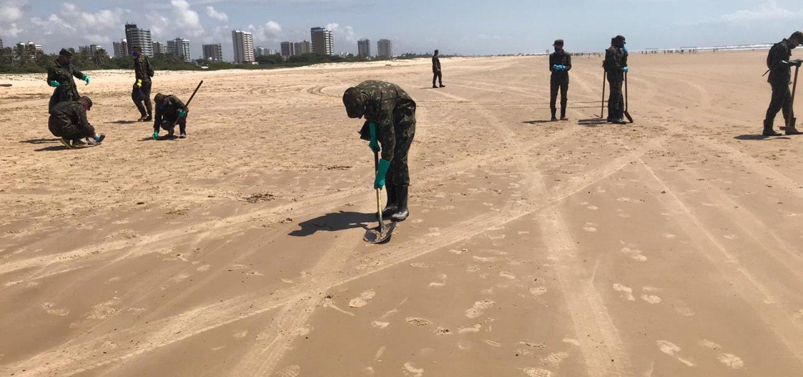 [Comando Militar do Nordeste auxilia Marinha no combate às manchas de óleo]