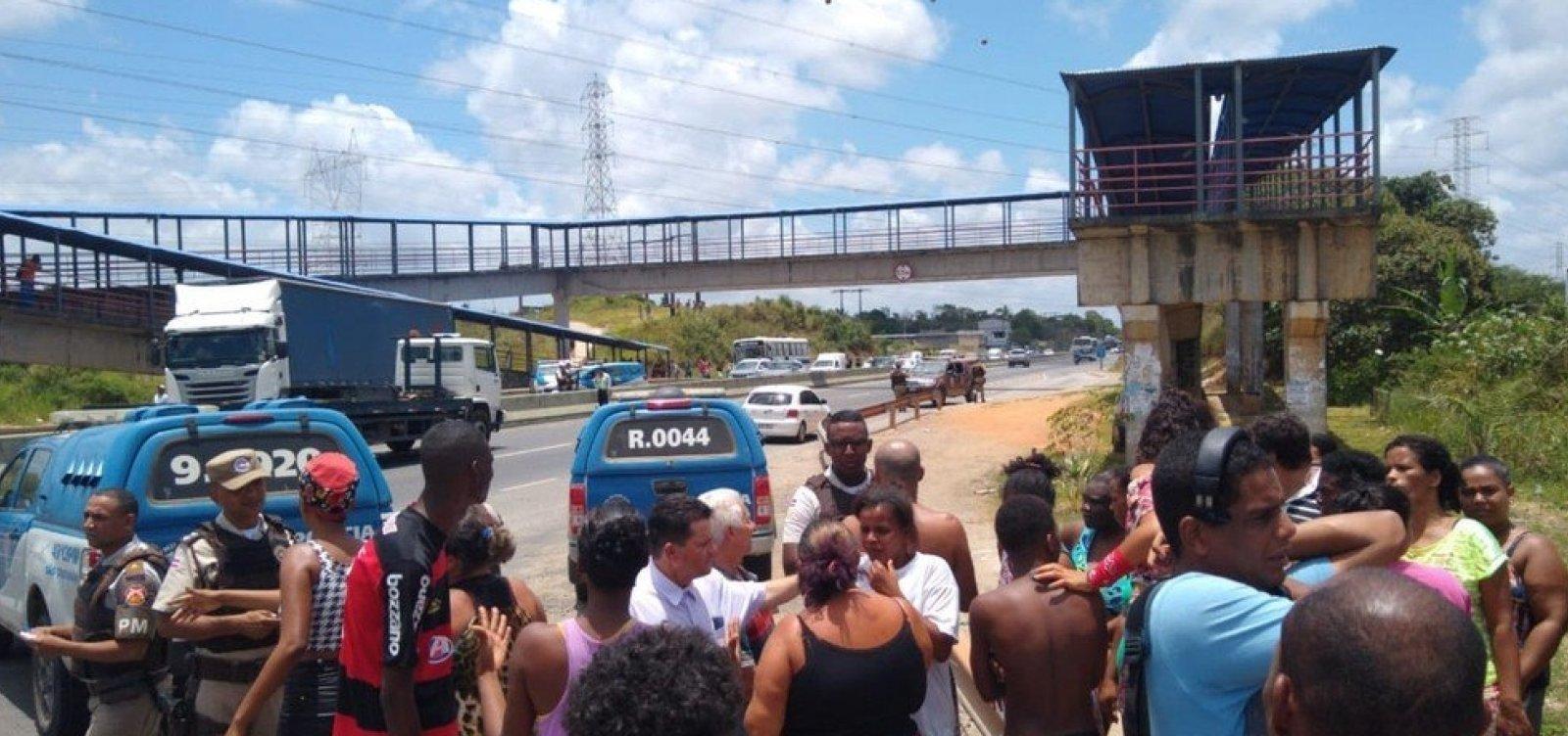 [Ônibus deixam de circular no Bosque das Bromélias após protesto contra morte em ação policial]