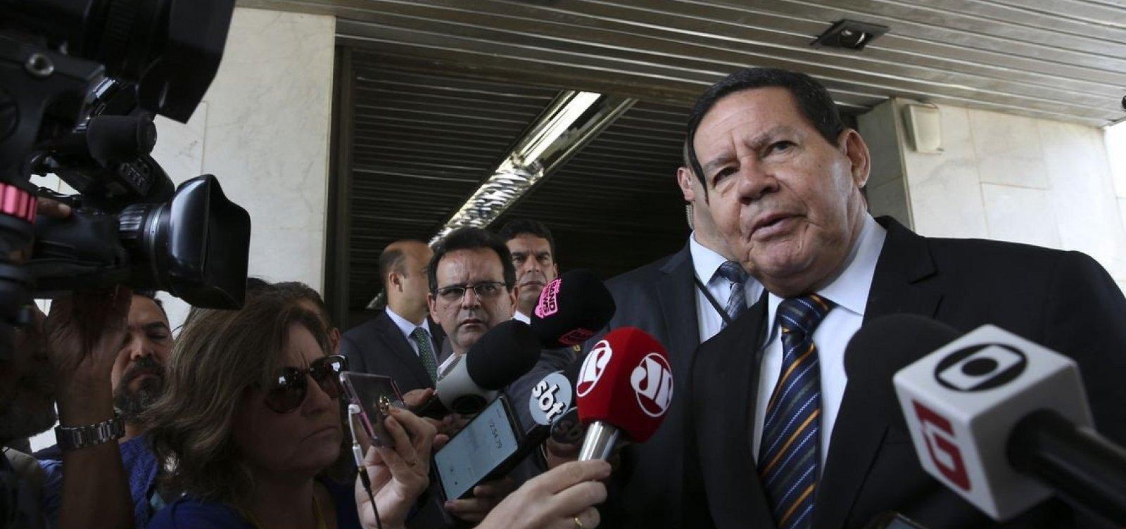 [Mourão diz que depoimento de porteiro não derruba, mas 'perturba' governo Bolsonaro]
