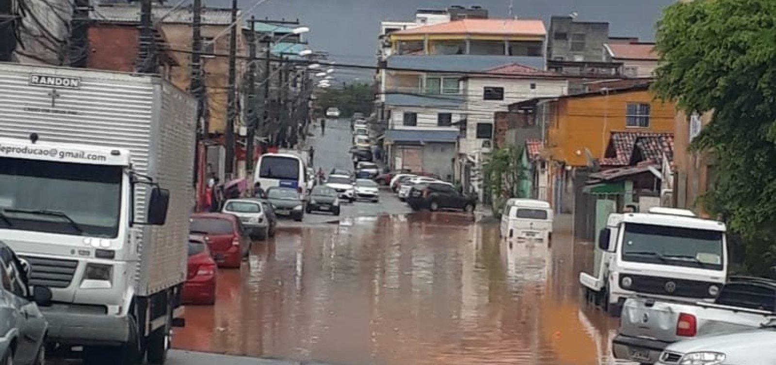 [Em dia de chuvas, Salvador tem alagamentos e árvores caídas]