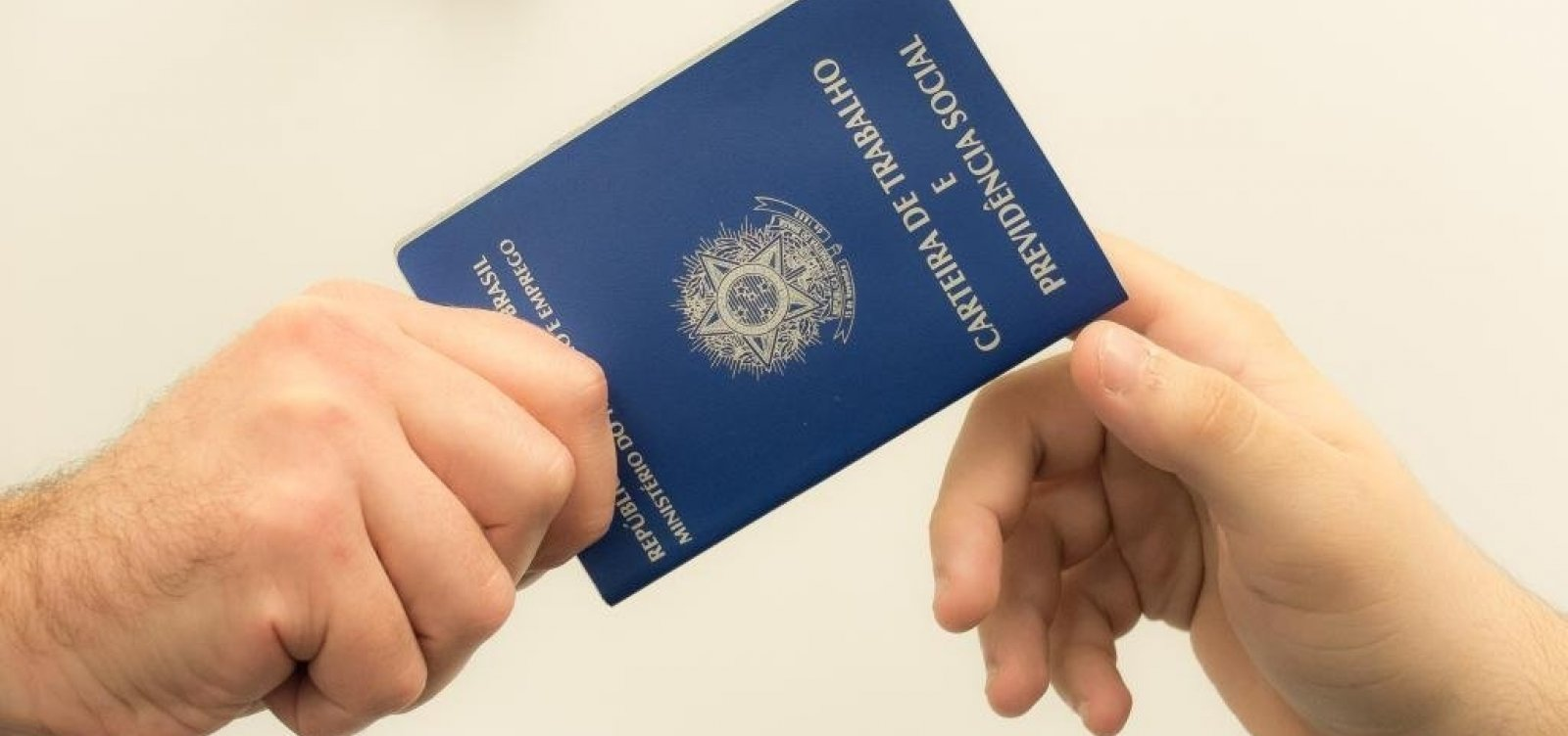 [Taxa de desemprego cai 0,2% no país, revela IBGE]