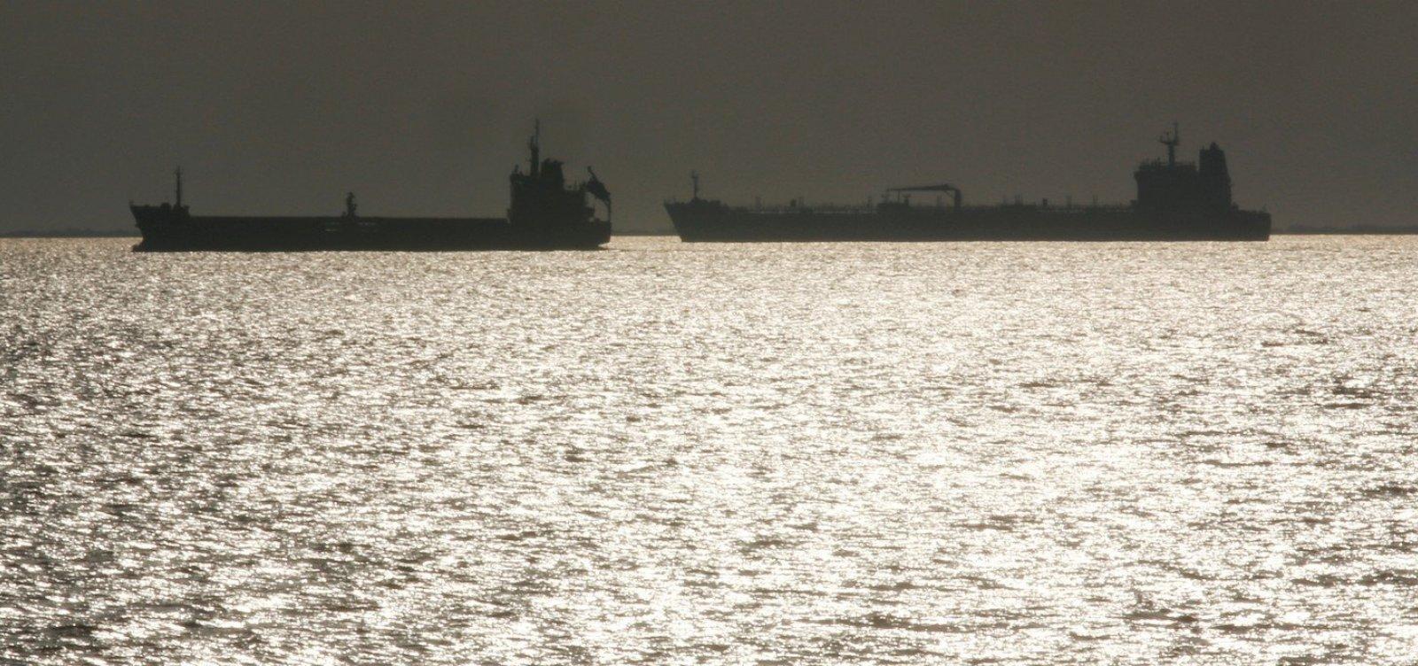 [Navio que saiu da Venezuela e desligou localizador está na rota de suspeitos por óleo no NE]