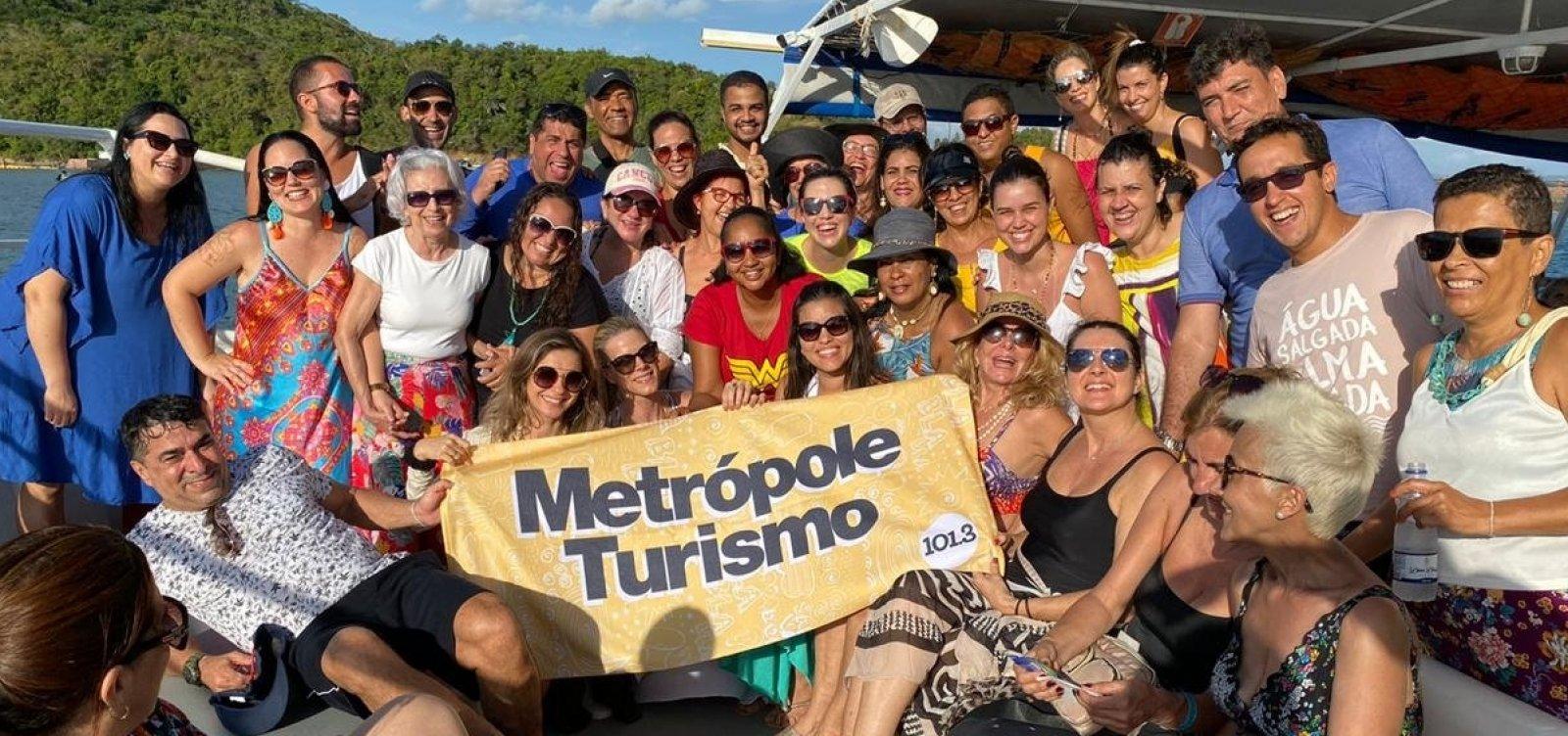 [Metrópole Turismo leva 50 ouvintes para passeio de catamarã até Ilha dos Frades]