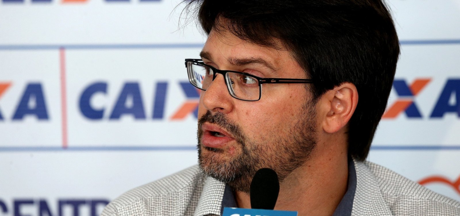 [Presidente do Bahia critica arbitragem de jogo contra o Santos: 'Merdinhas']