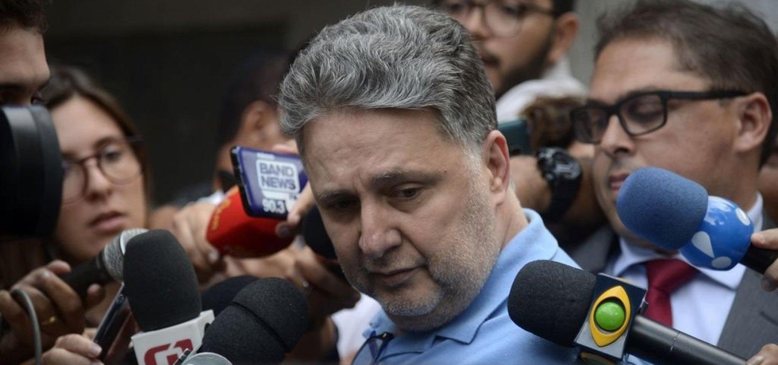 [Um dia após detenção, Garotinho e Rosinha deixam prisão no Rio de Janeiro]