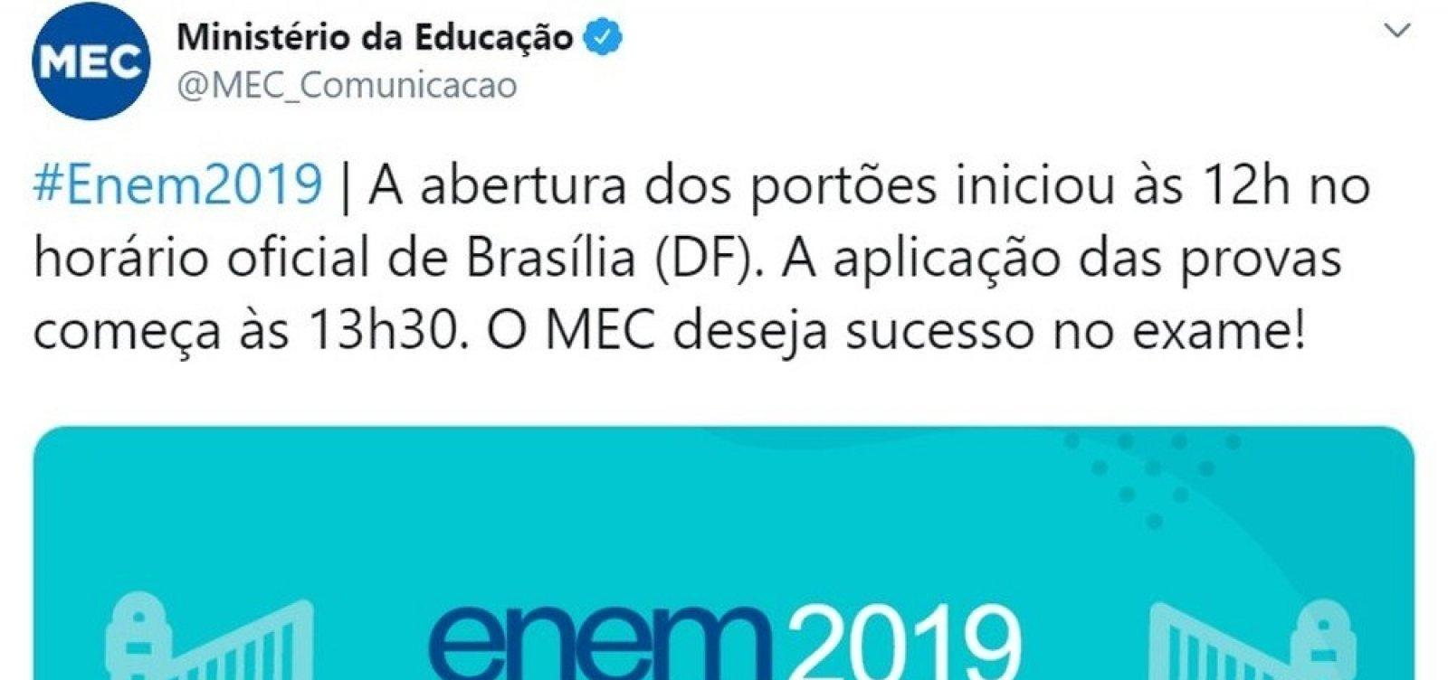 [Perfil do MEC anuncia no Twitter abertura dos portões do Enem uma hora antes]