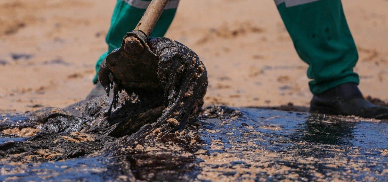 [Cerca de duas toneladas de óleo são retiradas de Lauro de Freitas no sábado]