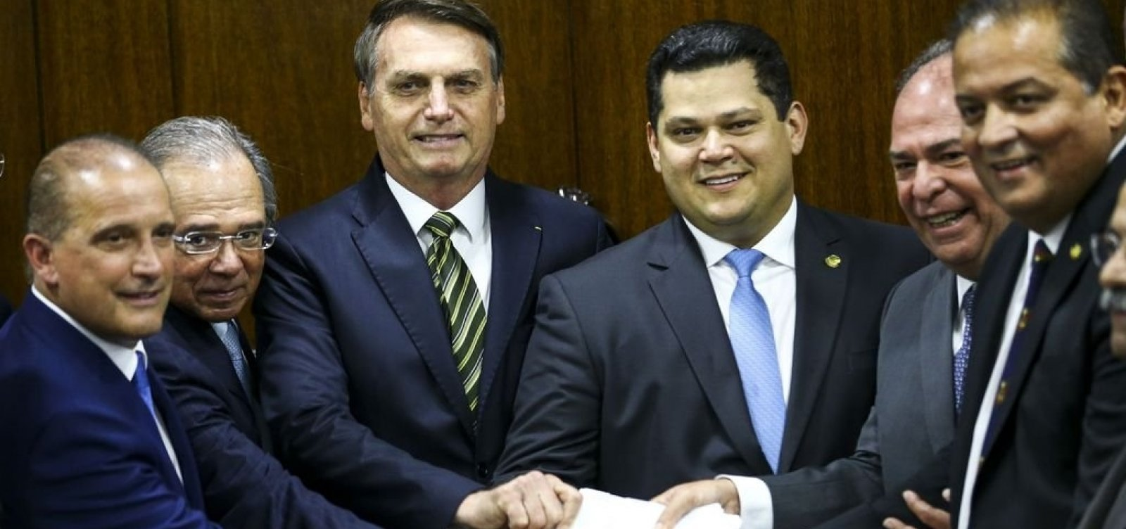 [Bolsonaro e Guedes entregam pacote ao Congresso: 'Transformação do Estado']