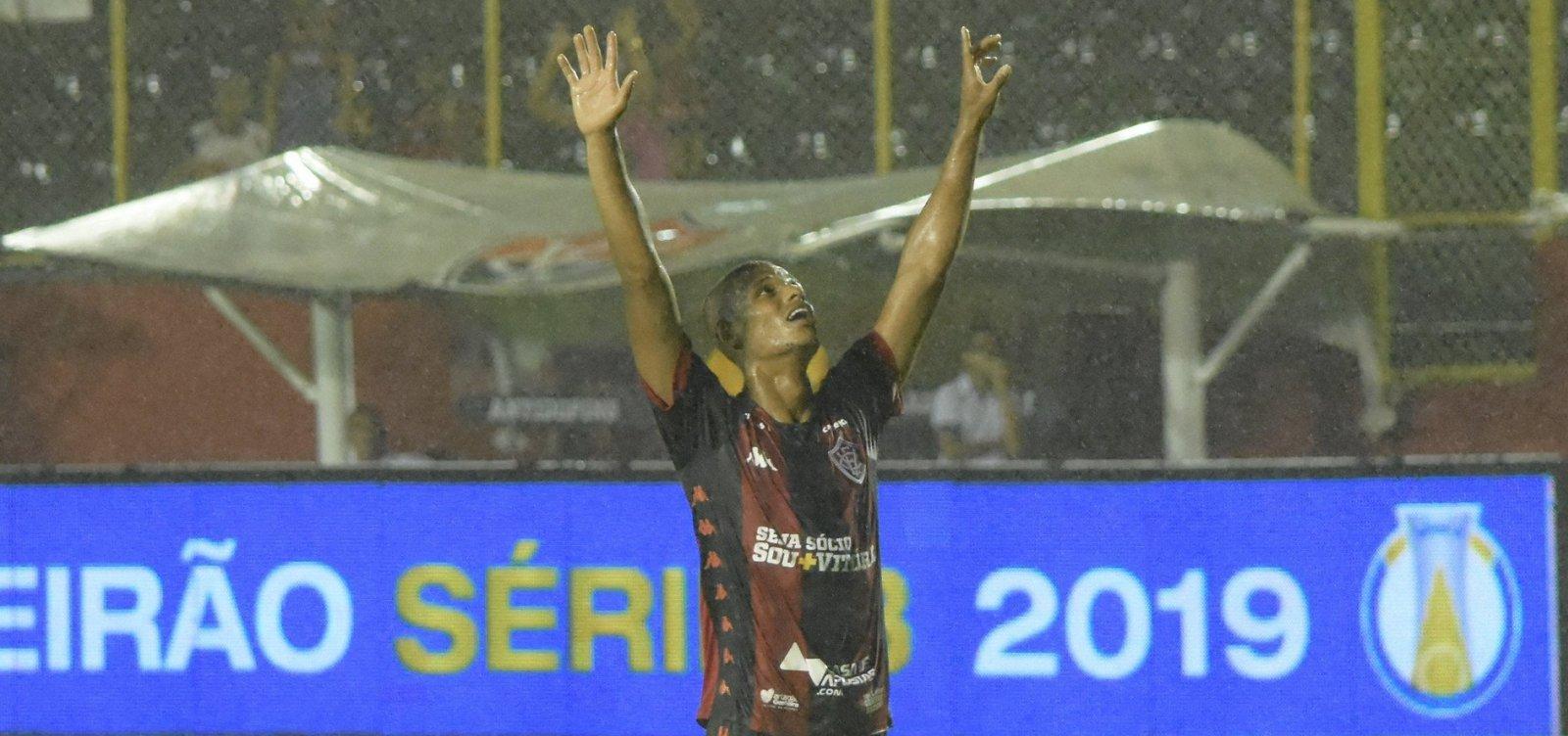 [Vitória joga bem e bate o Brasil de Pelotas por 3 a 0 no Barradão]