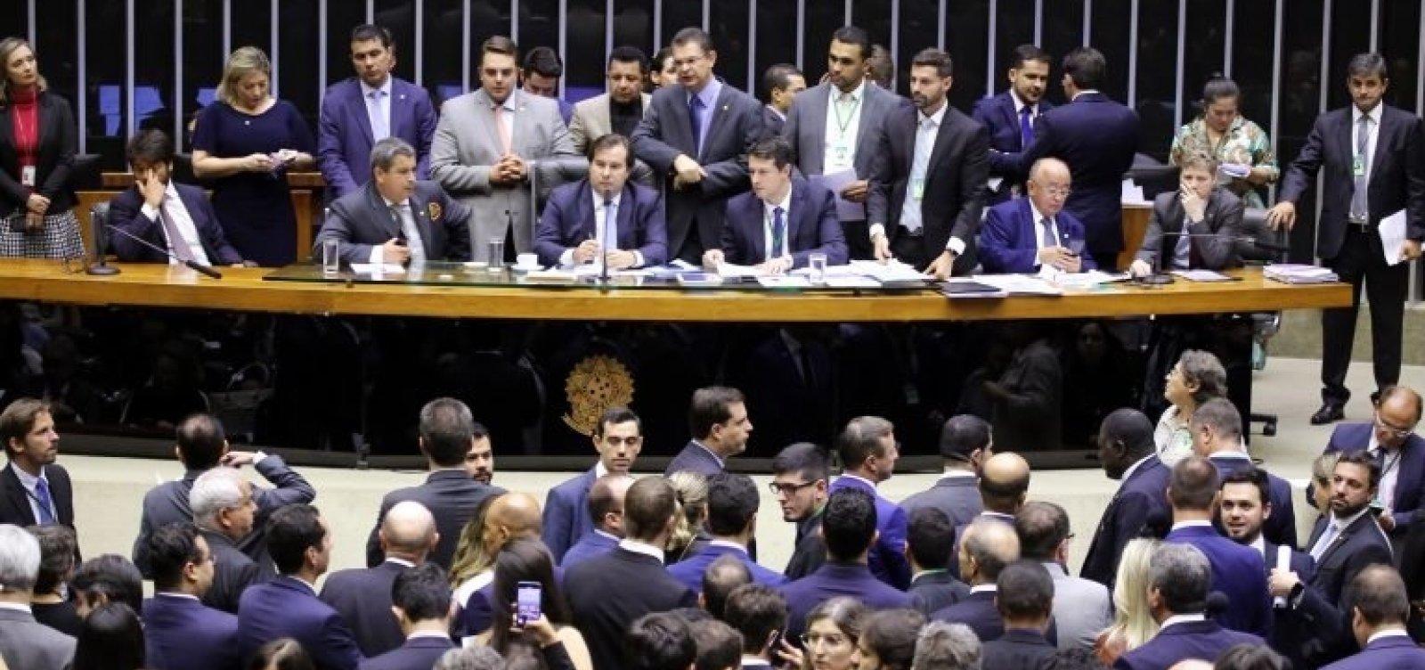 [Câmara aprova versão 'desidratada' do projeto de armas de Bolsonaro]