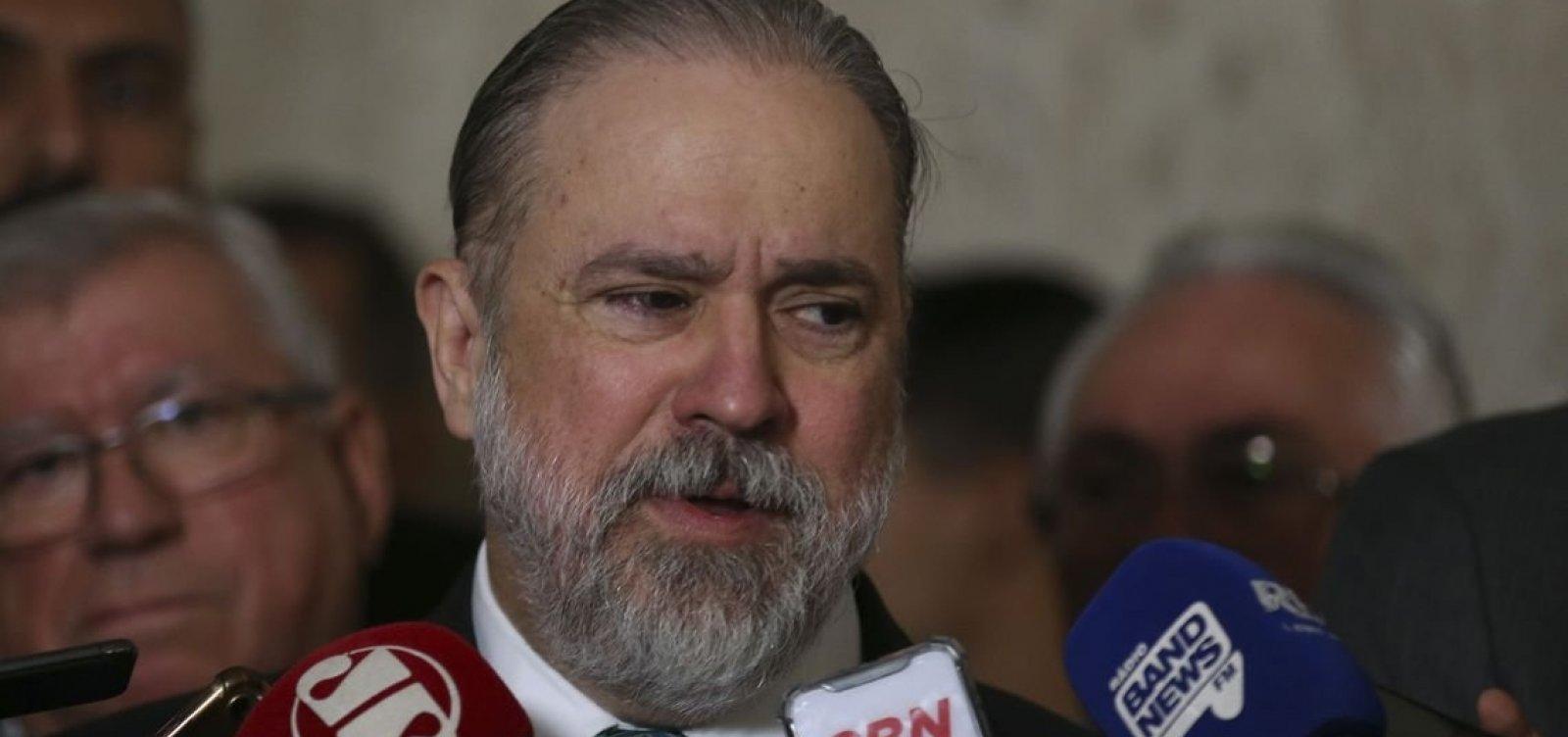 [PGR diz que Bolsonaro pode bloquear internautas no Twitter]