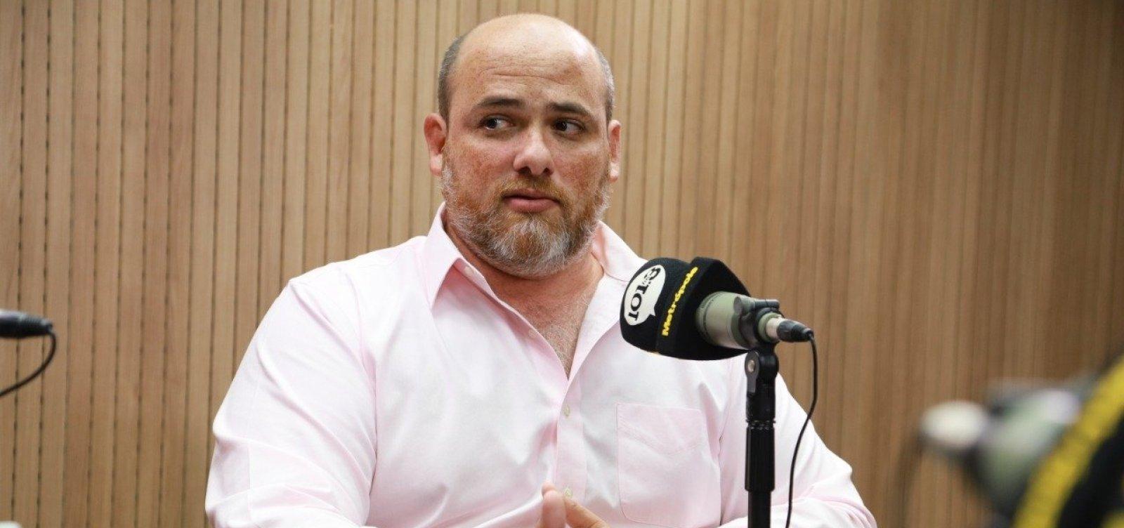 ['A esquerda continua a tratar de pautas secundárias e esquece do povo', diz Rodrigo Hita]