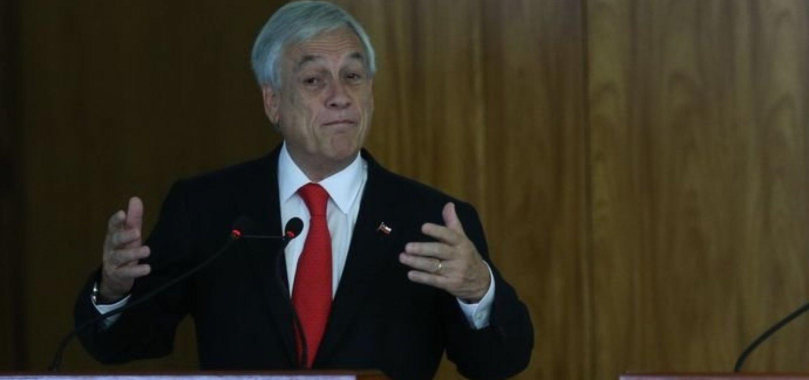 [Presidente chileno é acusado de crimes contra a humanidade]