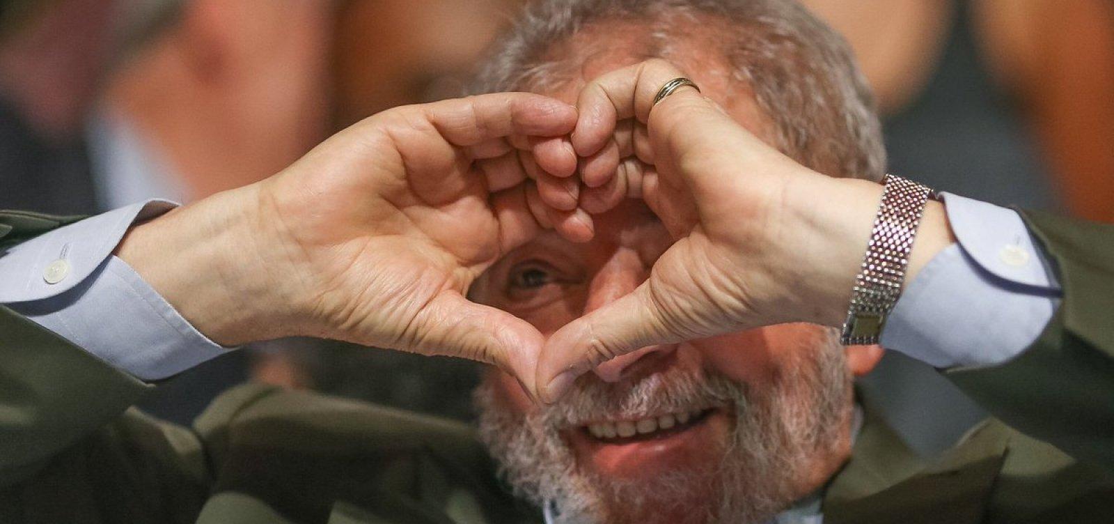 [Namorada de Lula se manifesta após decisão do STF: 'Amanhã eu vou te buscar!']