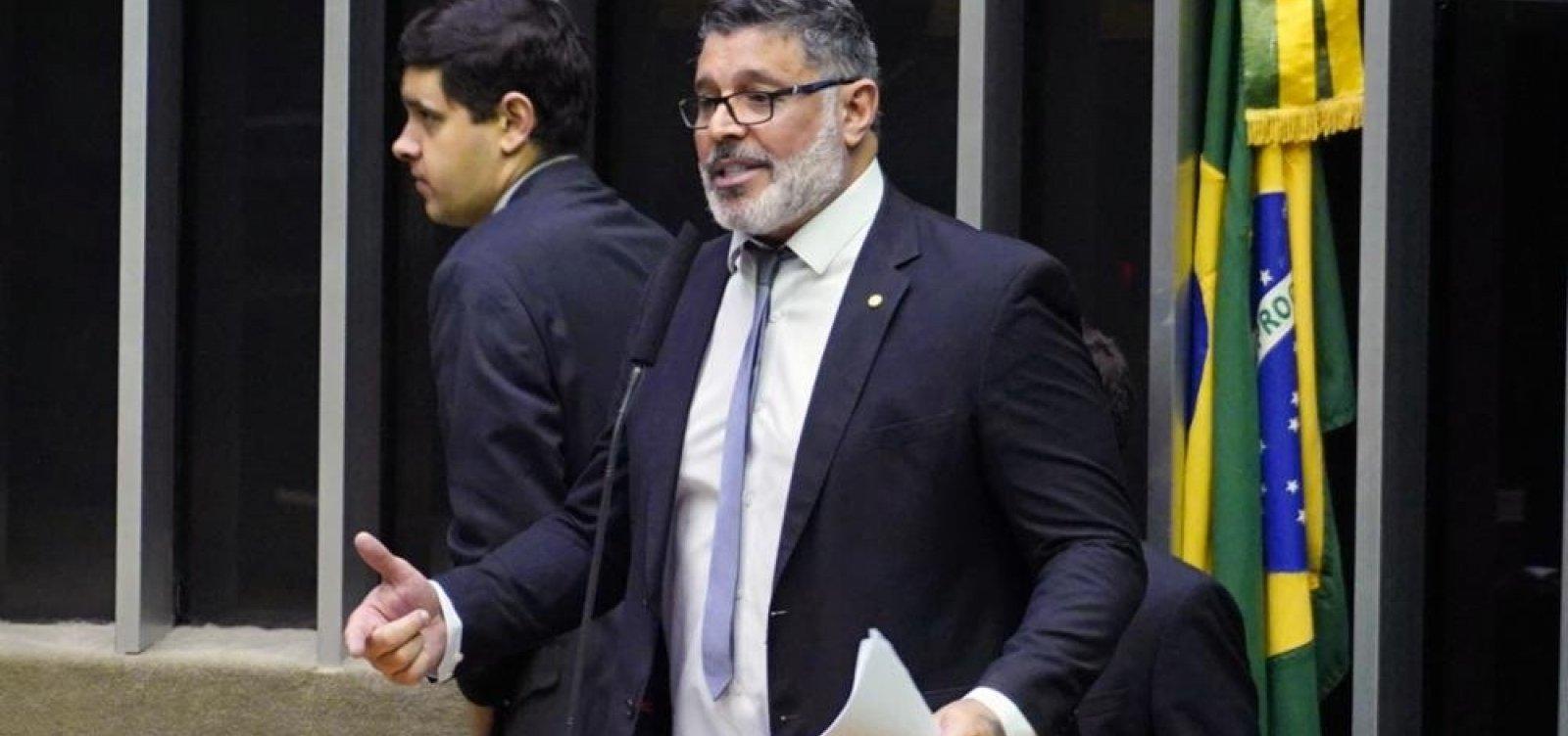 ['Bolsonaro não suporta o processo democrático', diz Frota]