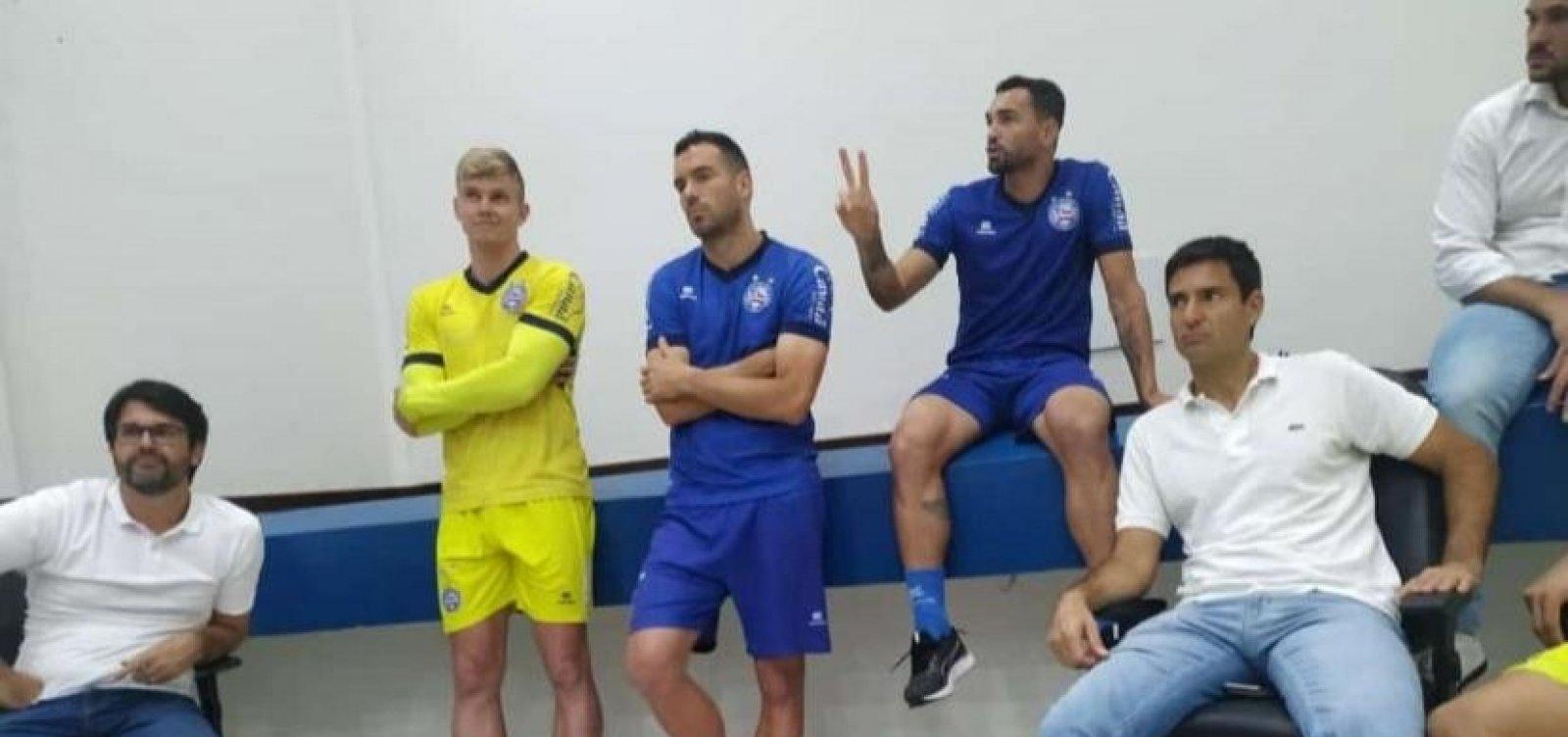 [Diretoria e jogadores do Bahia se reúnem com Bamor no Fazendão]