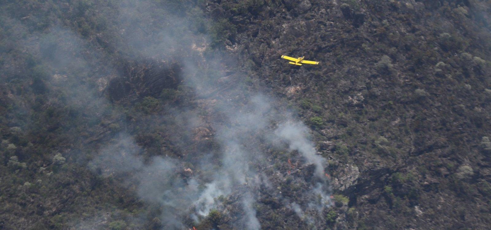 [Bombeiros e voluntários monitoram possíveis focos de incêndio na Chapada Diamantina]