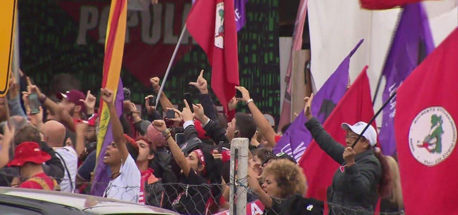 [Ex-presidente Lula deixa prisão em Curitiba]