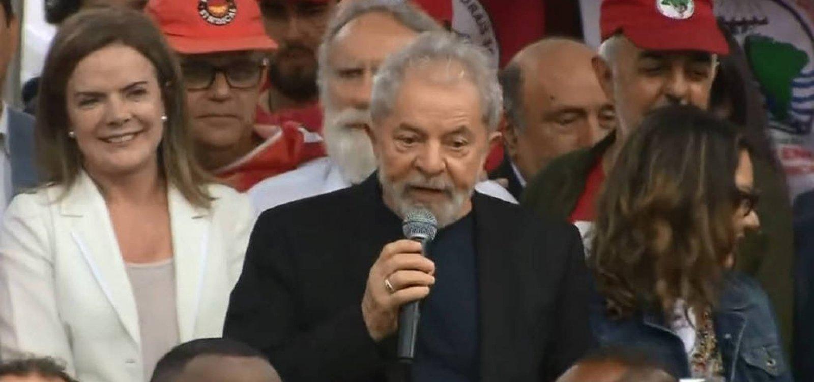 [Após deixar prisão, Lula ataca PF, Moro, Judiciário e chama Bolsonaro de mentiroso]