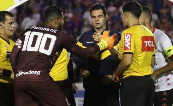 [Vitória empata sem gols com o Paraná fora de casa]