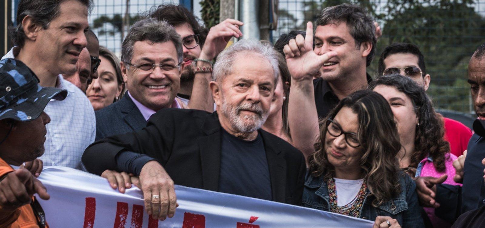 [Lula viaja de Curitiba a SP em jatinho de Luciano Huck]