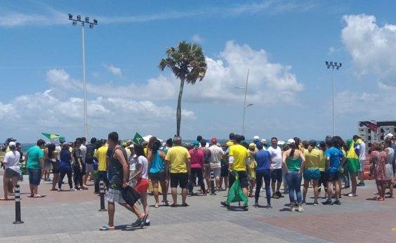 [Grupo protesta contra fim da prisão após segunda instância na Barra]