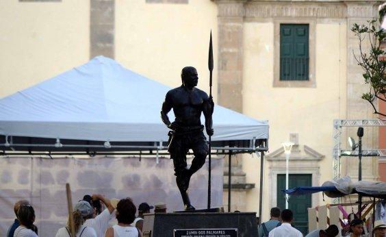 [Estátua de Zumbi dos Palmares recebe nova lança após furto]