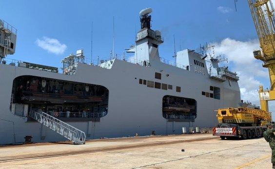 [Navios da Marinha chegam a Recife para reforçar o combate ao óleo]