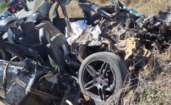 [Acidente entre carro e ônibus mata jovem e deixa pelo menos cinco feridos na BA-142]