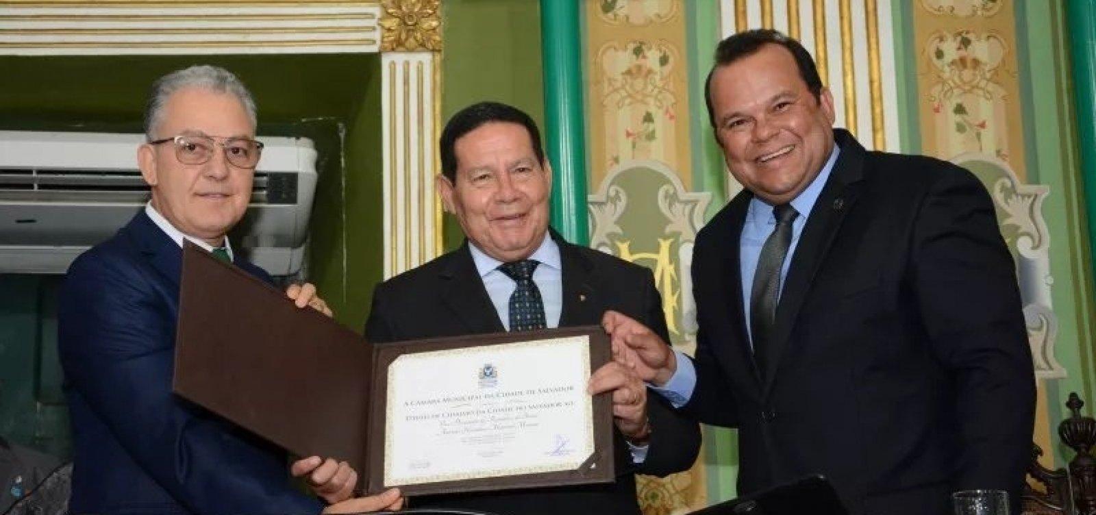 [Vice-presidente Mourão recebe título de Cidadão Soteropolitano ]