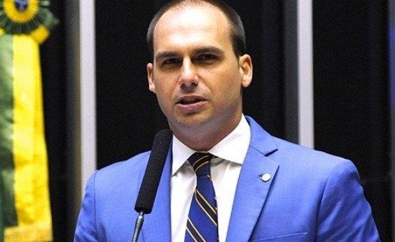 ['Justiça sendo aplicada', comenta Eduardo Bolsonaro em vídeo com assaltantes baleados]