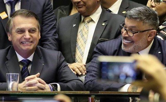 [Frota contesta Bolsonaro sobre escolha de Mourão como vice: 'Conta das fotos, Jair Bolsonaro']