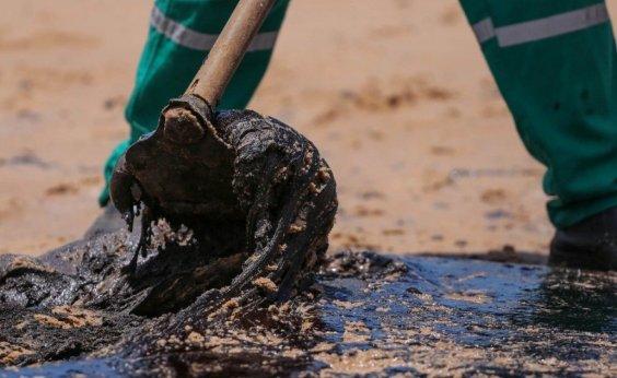 [Novas manchas de óleo aparecem em praia de Cairu, no sul da Bahia]