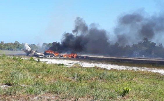 [Mulher morre carbonizada e nove ficam feridos após queda de avião em Maraú]
