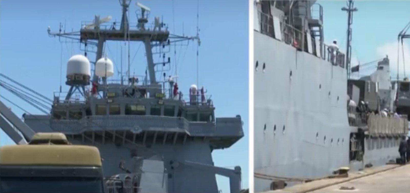[Embarcação com mais de 240 militares da Marinha chega a Ilhéus para limpeza das manchas de óleo]